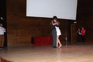 El mejor actor 2012 entrega el premio a la mejor actriz 2013