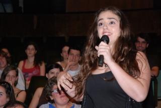 Emma Muñoz canta en la gala